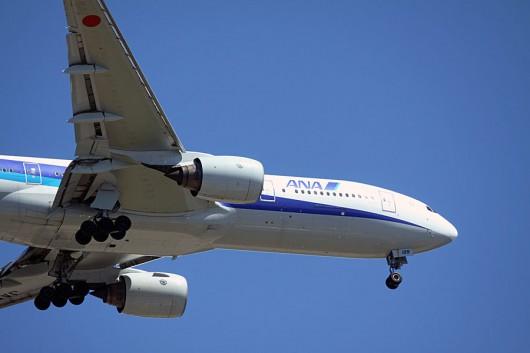 ANA B777-200機首アップ