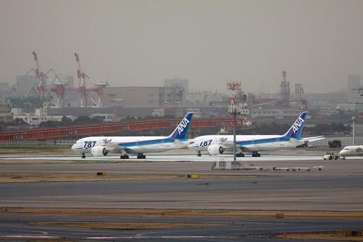 羽田で駐機するB787