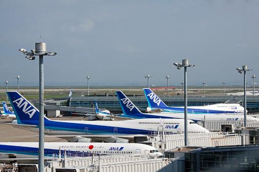 羽田空港にスポットインするB747-400D