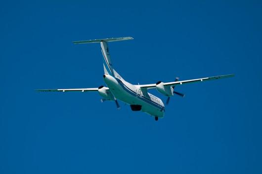 エメラルドグリーンの海が機体に反射するのもココならでは