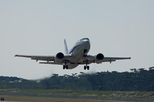 プロペラ機のタッチアンドゴーよりジェット機の方が迫力が違います