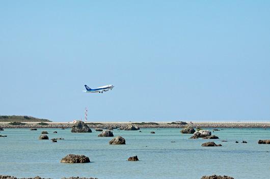 同じような構図ではつまらないので、佐和田の浜から撮影してみました。
