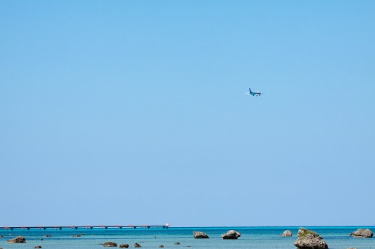 伊良部島自慢の海岸から飛び立つスーパードルフィン