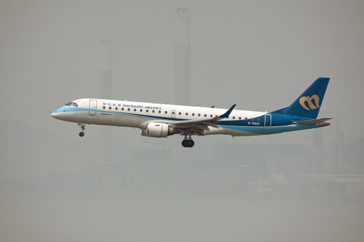 AE/MDA/マンダリン航空 E190 B-16821