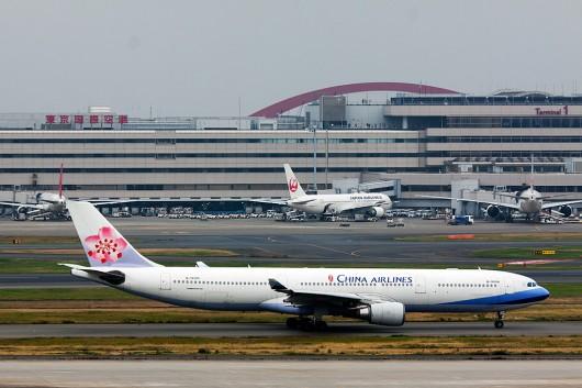 CI/CAL/チャイナエアライン CI221 A330-200 B-18306