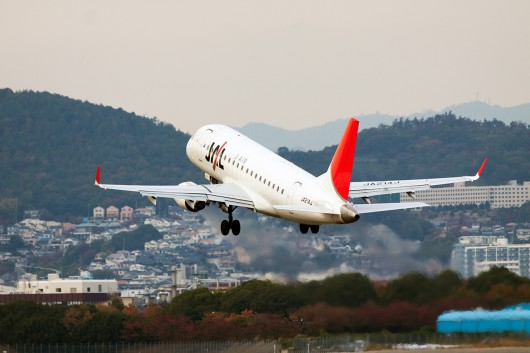 XM/JLJ/ジェイエア  ERJ-170 JA214J