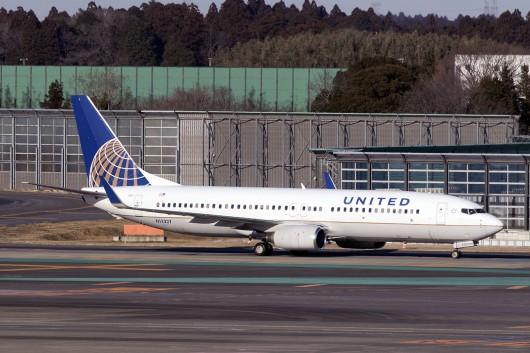 UA/UAL/ユナイテッド航空  B737-800 N13227
