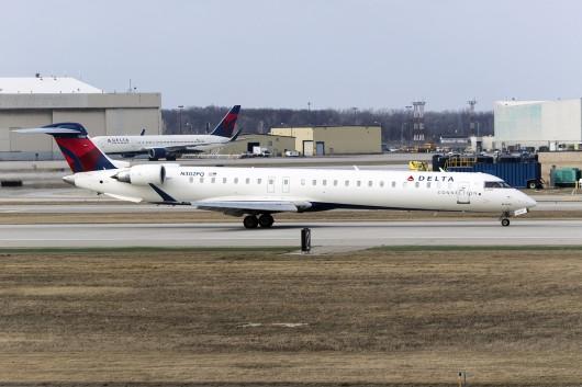 9E/FLG/ピナクル航空(デルタ・コネクション)  CRJ-900 N302PQ