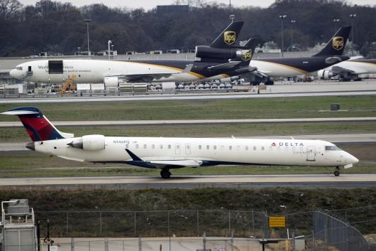9E/FLG/ピナクル航空(デルタ・コネクション)  CRJ-900 N146PQ