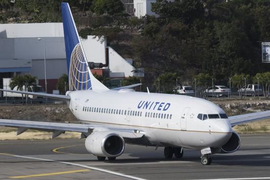 UA/UAL/ユナイテッド航空  B737-700 N24706