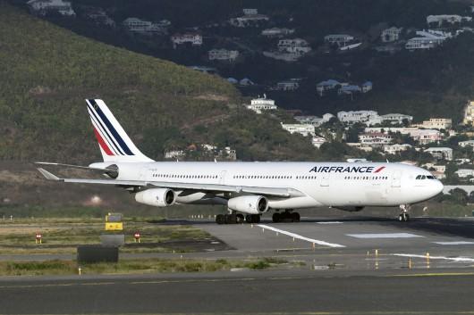 AF/AFR/エールフランス AF499 A340-300 F-GLZK