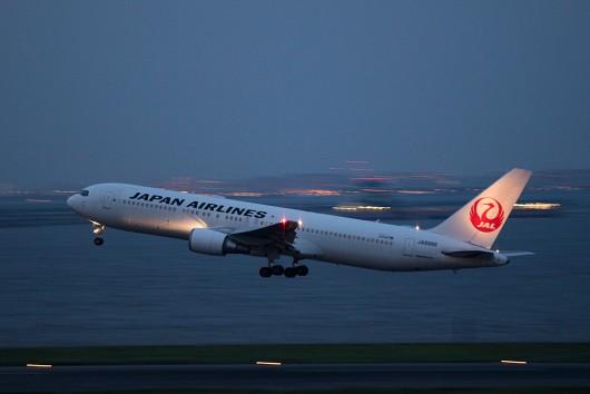 JL/JAL/日本航空 B767-300 JA8988