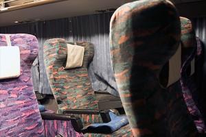 夜行バスもせめて寝る時はシートベルトを