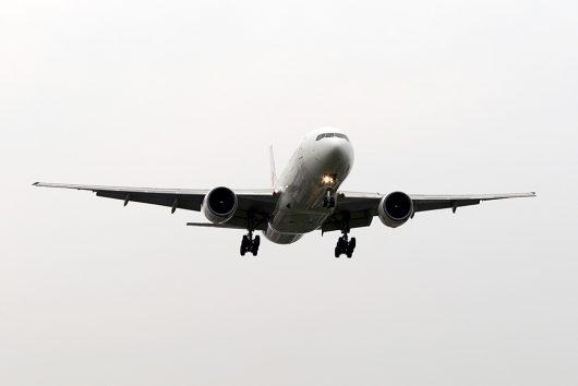 こうやって着陸機を正面から狙えるのは伊丹ならでは