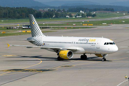 VY/VLG/ブエリング航空 A320 EC-LLJ