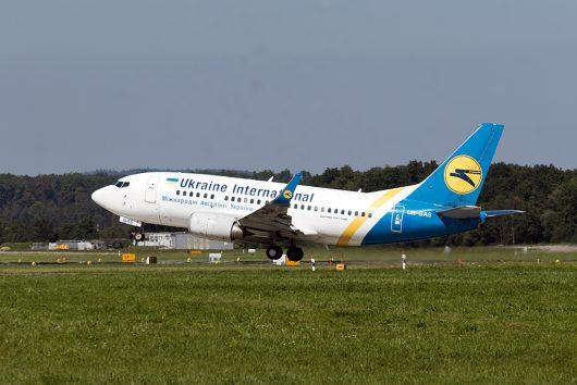 PS/AUI/ウクライナ国際航空  B737-500 UR-GAS