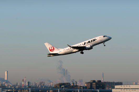 JL/JAL/日本航空 JL213 ERJ-170 JA221J