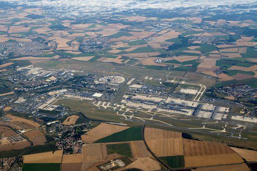 シャルル・ド・ゴール空港上空