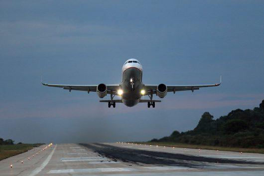 目の前から離陸するA320