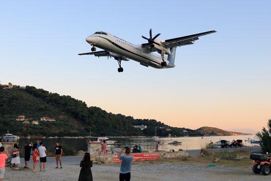 OA/OAL/オリンピック・エア OA76 DHC8-400 SX-OBH
