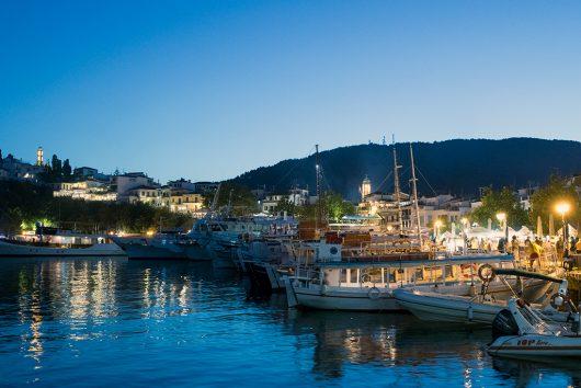 夕暮れのスキアトス港