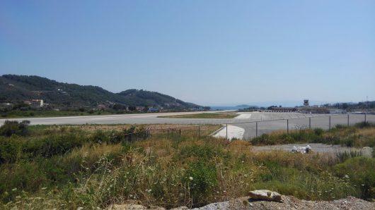 スキアトス空港
