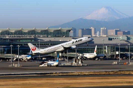 JL/JAL/日本航空 JL213 ERJ-190 JA241J