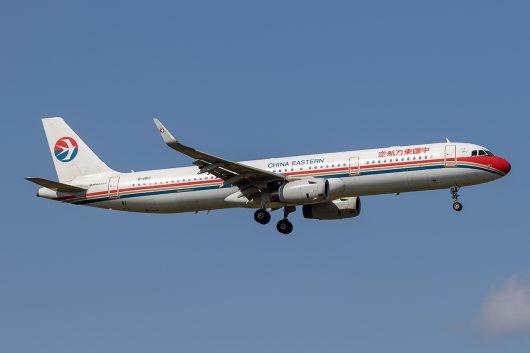 MU/CES/中国東方航空  A321 B-1813