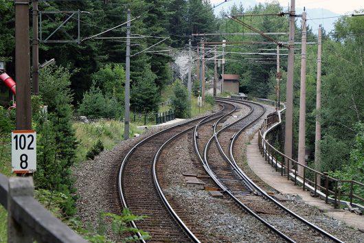 欧州ではある程度ぼ間隔で渡り線が設置されています。