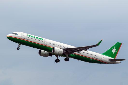 B7/UIA/ユニー航空  A321 B-16209