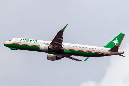 B7/UIA/ユニー航空  A321 B-16210