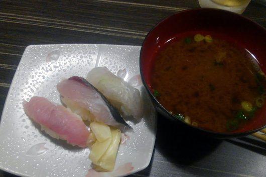 〆のお寿司と赤だし
