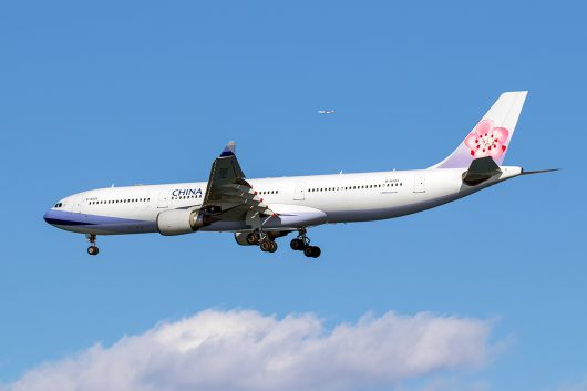 CI/CAL/チャイナエアライン CI220 A330-300 B-18303