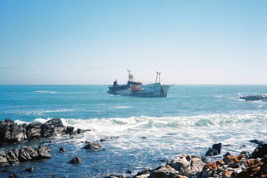 南アフリカで座礁した日本の漁船