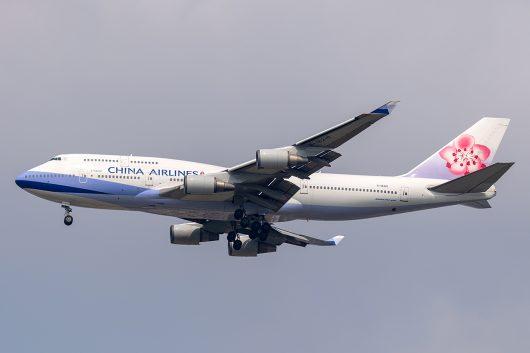 CI/CAL/チャイナエアライン CI833 B747-400 B-18210