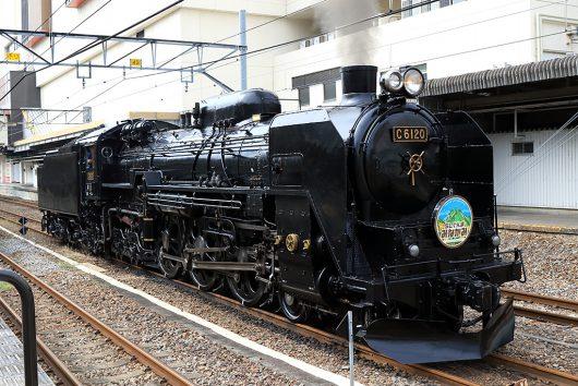高崎駅で出発準備中のC61-20