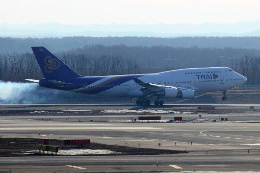 新千歳空港に着陸するTGのB747-400(HS-TGX)