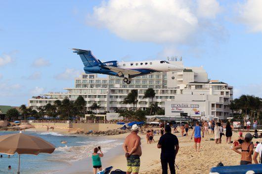 //BIZ-Jet  Embraer Phenom 300 N82P