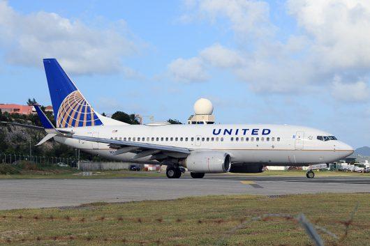 UA/UAL/ユナイテッド航空 UA1677 B737-700 N24736