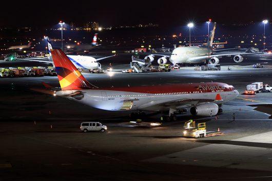 AV/AVA/アビアンカ航空 A330-300 N973AV