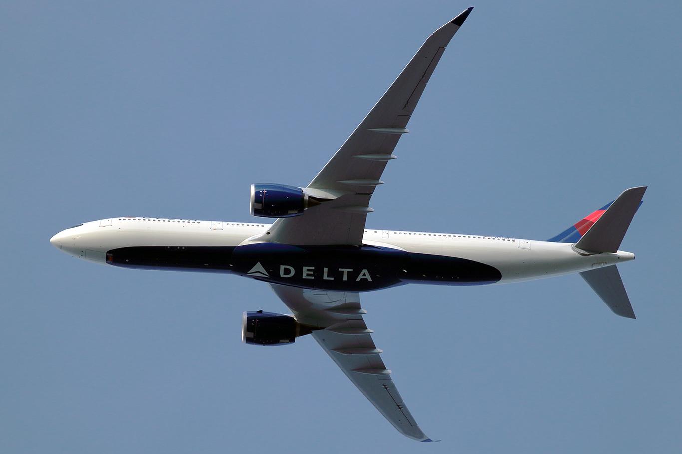 新ルートで離陸するデルタのA350