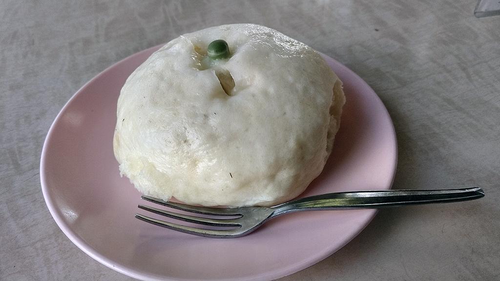 肉まん(130円)