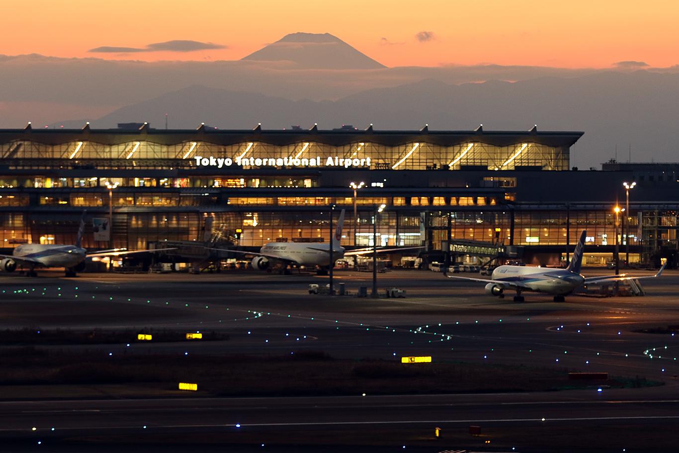 黄昏時の富士山