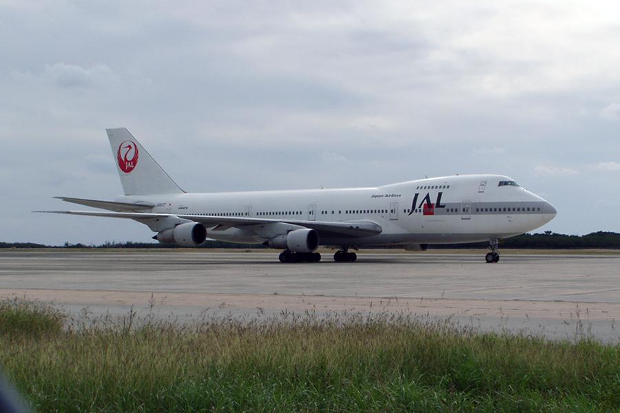 下地島空港に佇むJALのB747-200