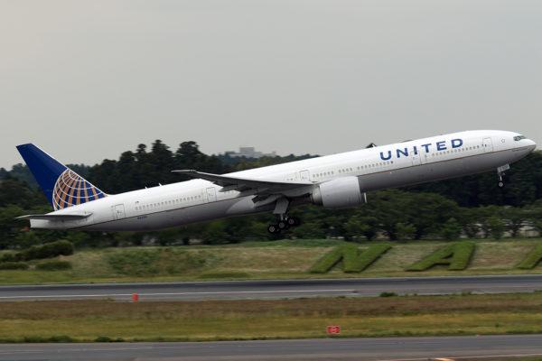 UA/UAL/ユナイテッド航空 UA2829 B777-300ER N2331U
