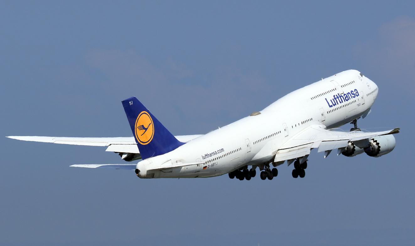 フランクフルトへ向けて離陸するLHのジャンボ