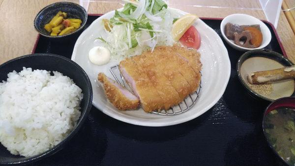 黒豚ロースとんかつ定食(1100円)